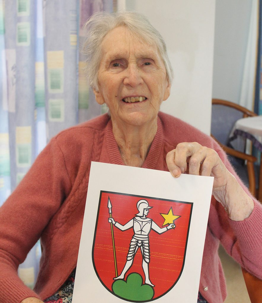 Carinity Shalom resident Rosmarie von Allmen shows the coat of arms of her home town Menziken, in Switzerland.
